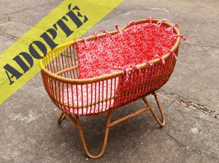 berceau-couffin-vintage-rotin-liberty-rose-bébé-adopte-un-meuble-adopté