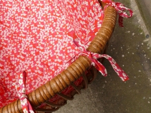 berceau-couffin-vintage-rotin-liberty-rose-bébé-détail