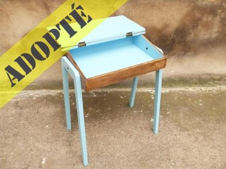 bureau-pupitre-écolier-adulte-repeint-adopté-bleu-vintage