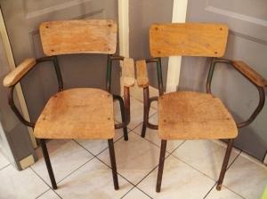 chaises-d'écolier-école-maître-accoudoirs-bois-métal-anciennes