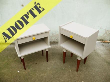 deux-chevets-vintage-années-50-60-rgis-déco-poignées-jaunes-jumeaux-lit-chambre-2