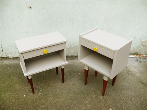 deux-chevets-vintage-années-50-60-rgis-déco-poignées-jaunes-jumeaux-lit-chambre