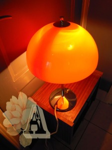 Lampe-champignon-années-70-orange-globe-chrome-plastique-adopté