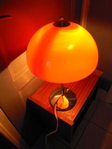 Lampe-champignon-années-70-orange-globe-chrome-plastique