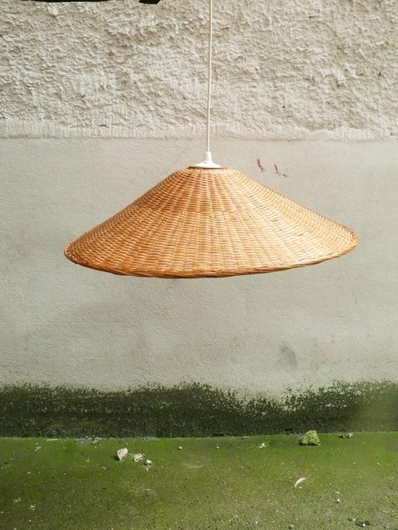 lustre suspension osier chapeau chinois c ne adopte un meuble. Black Bedroom Furniture Sets. Home Design Ideas