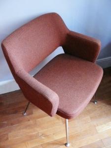 fauteuil-vintage-années-70-pieds-métal-50-orange-marron-siège-bureau-salon