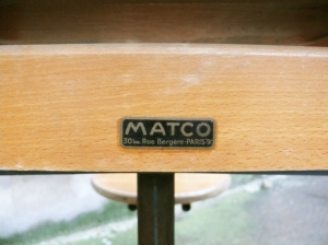pupitre-bureau-écolier-réglable-bois-métal-marque-Matco-style-Jean-Prouvé-rénové