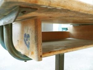 pupitre-bureau-écolier-réglable-bois-métal-Matco-style-Jean-Prouvé-rénové-casier
