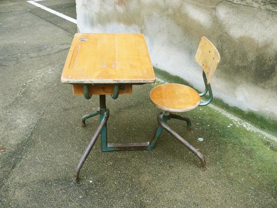 pupitre-bureau-écolier-réglable-bois-métal-Matco-style-Jean-Prouvé-rénové