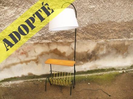 lampe-tablette-porte-revues-scoubidous-jaunes-abat-jour-gris-vintage-50-60-ajustable-2