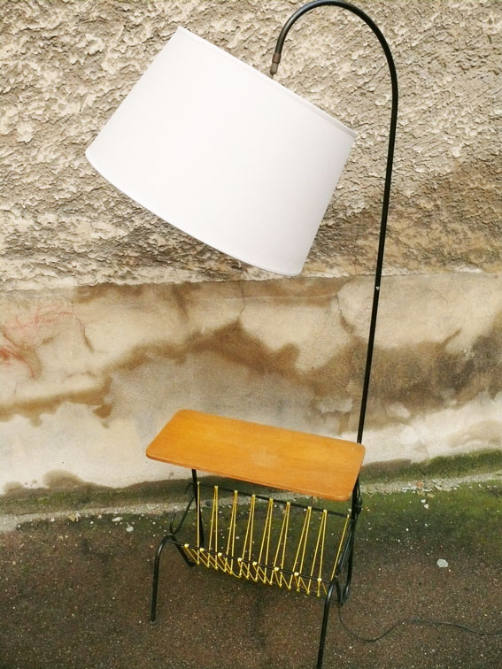 lampe tablette porte revues scoubidous jaunes abat jour gris vintage 50 adopte un meuble. Black Bedroom Furniture Sets. Home Design Ideas