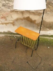 lampe-tablette-porte-revues-scoubidous-jaunes-abat-jour-gris-vintage-60-50