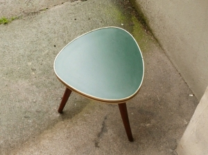 romaric-petite-table-vintage-années-50-50's-tripode-vert-jaune-noir-porte-plantes-goutte-d'eau