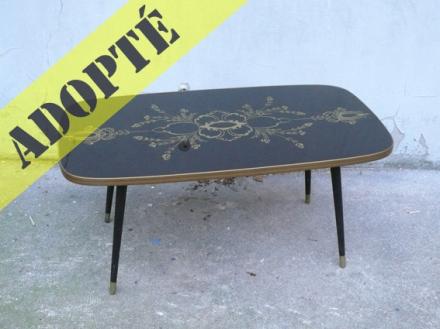 table-basse-noire-verre-motif-années-60-or-salon-2