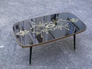 table-basse-noire-verre-motif-années-60-or-salon-miroir-vintage