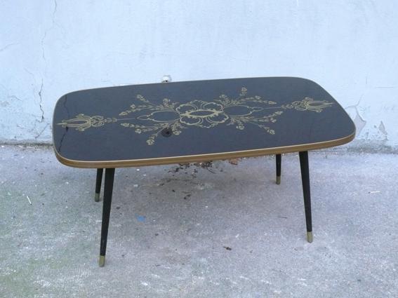 table basse noire verre motif ann es 60 or salon adopte un meuble. Black Bedroom Furniture Sets. Home Design Ideas