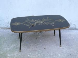 table-basse-noire-verre-motif-années-60-or-salon