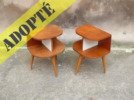 2-tables-de-chevet-vintage-année-50-pieds-compas-bois-clairs-vernis-adoptés