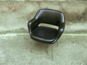 fauteuil-chaise-bureau-noir-cuir-eero-saarinen-conférence-années-50-60-vintage