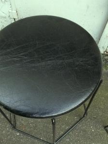 tabourets-70-design-tubulaire-métal-noir-cuir-molletonné