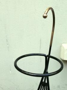 porte-revue-vintage-fifties-années-50-métal-noir-laiton-porte-plantes-cendrier