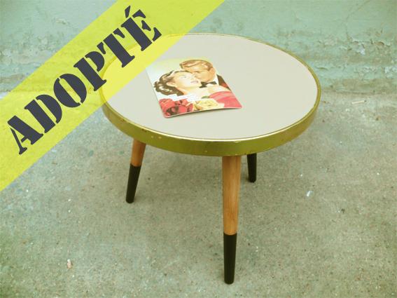 table-tripode-grise-bois-noir-vintage-porte-plante