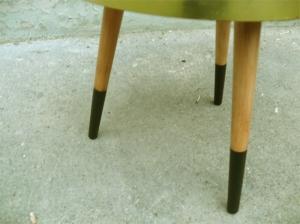 table-tripode-grise-bois-noir-vintage-porte-plantes-pots