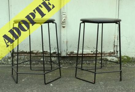 tabourets-vintage-années-70-filaire-métal-noir-cuir