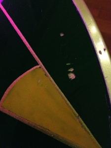 table-tripode-70-vintage-noire-détail