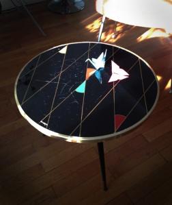 table-tripode-70-vintage-noire-losange-tripode-verre