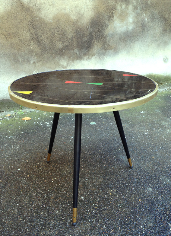 Table ronde fifties noire et losanges | Adopte un meuble