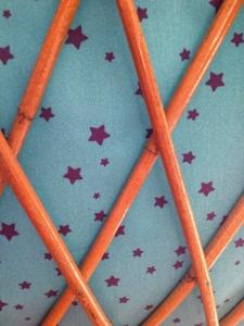 Berceau-vintage-années-50-60-roulettes-tissus-étoiles