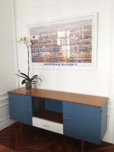 enfilade-restaurée-bleu-blanc-bois-vintage-années-50-60-revisitée