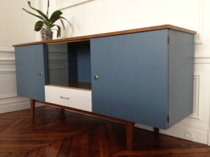 meuble-enfilade-années-50-scandinave-peinture-bleu-blanc-vintage