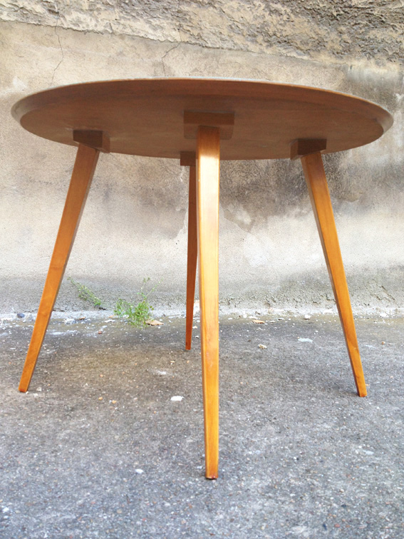 Table ronde aquiline adopte un meuble for Table ancienne repeinte