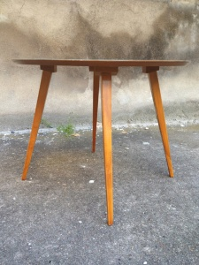 table-scandinave-vintage-bois-vert-années