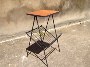 vintage-porte-revue-tablette-table-bois-métal