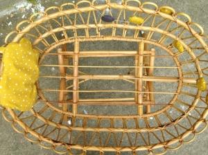 berceau-nu-rotin-ancien-tressage-osier-années-50