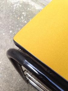 meuble-vintage-casiers-métal-velours