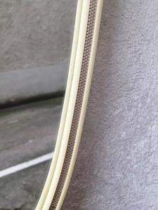 miroir-plastique-ivoire-métal-détail