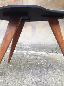 petite-table-tripode-vintage-dessous