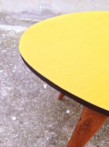 table-détail-années-50-tripode-vintage