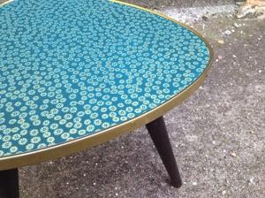 table-tripode-bleu-or-années-60-vintage