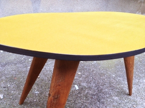 table-tripode-compas-vintage-forme-haricot