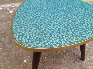 table-tripode-pieds-démontable-vintage-rénovée